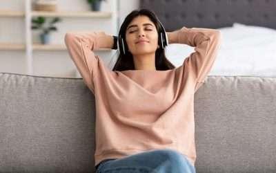 Richtig Sitzen beim Meditieren: 4 Sitzhaltungen mit und ohne Meditationskissen